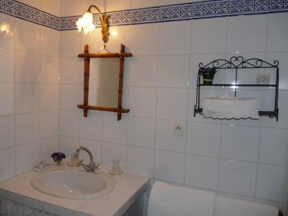 Les pesques zimmer von louise for Comdeco petite salle d eau
